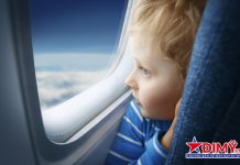 Bắt buộc phải kéo rèm che cửa sổ khi máy bay cất, hạ cánh